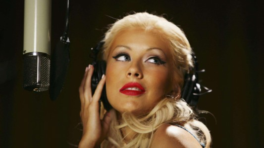 She is back! Christina Aguilera lança single de seu 1º álbum desde 2012
