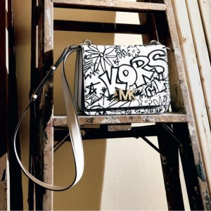 Grafites da Big Apple inspiram collection da Michael Kors