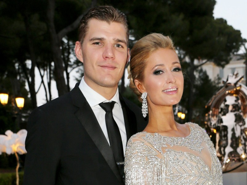 Single again: Paris Hilton cancela casamento com Chris Zylka