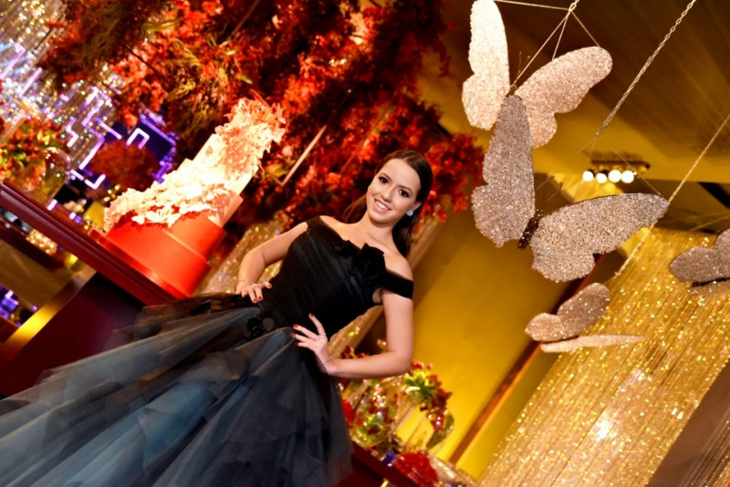 Bruna Alves celebra 15 anos com balada luxuosa no Unique Palace