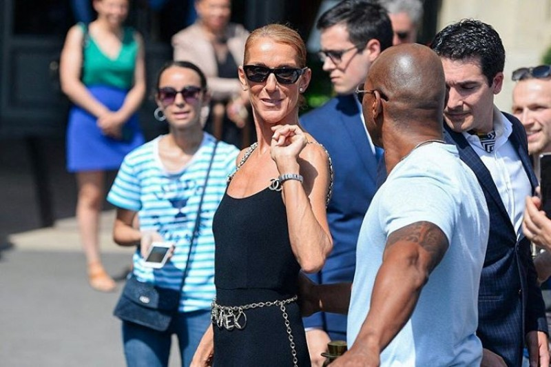 Couture Week! Céline Dion causa em Paris com look de R$ 26 mil