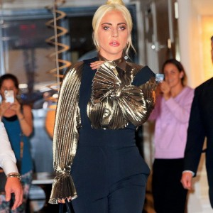 "No ""Just Dance"": Lady Gaga desafia gravidade com salto gigantesco"