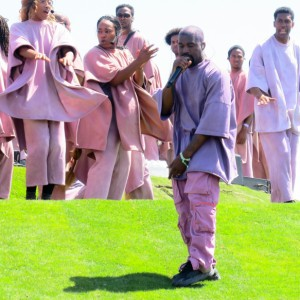 Kanye West registra marca com o nome do culto Sunday Service