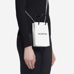 Fashion + Tech: Balenciaga lança porta Iphone que custa R$ 5.400