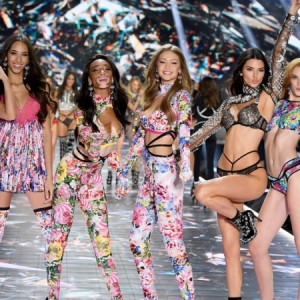 Modelo anuncia que Victoria's Secret Fashion Show foi cancelado