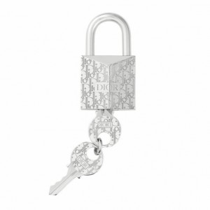 Locked: estampa Oblique da Dior ilustra cadeado luxuoso