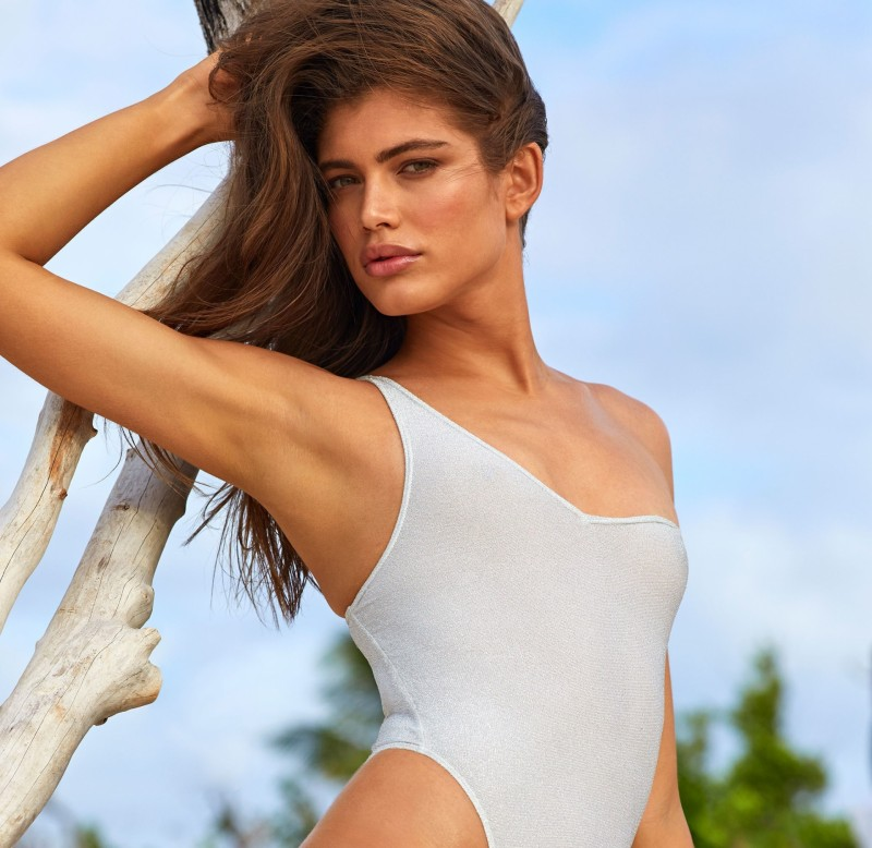 Valentina Sampaio é a 1ª trans a posar para a Sports Illustrated