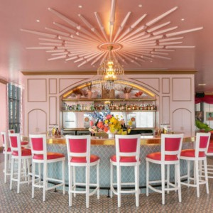 Barbie's 'Dolly' House! White Limozeen bar abre em Nashville