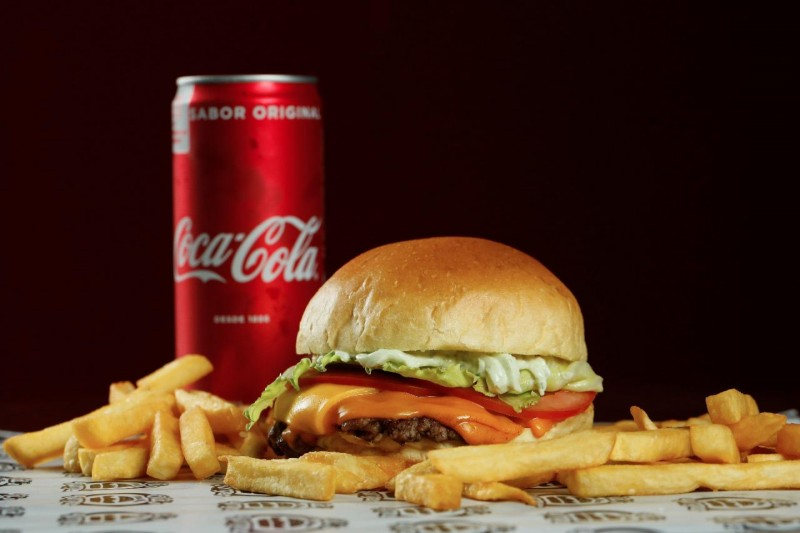 Bring the 80's Back! Old's The New Burger promete viagem no tempo